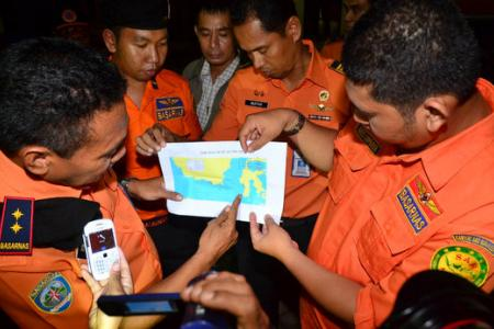 Indonesia resumes search for AirAsia victims