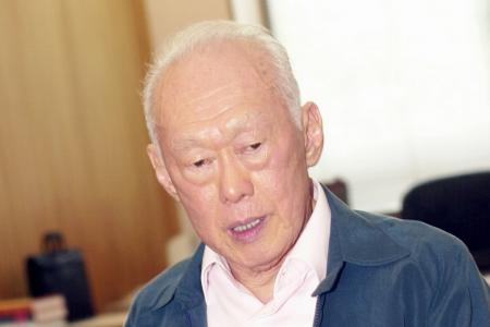 Lee Kuan Yew admitted to hospital for severe pneumonia, condition has stabilised