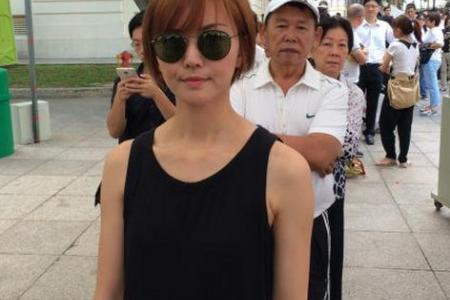 Stefanie Sun heads to Parliament House to pay respects to Mr Lee Kuan Yew