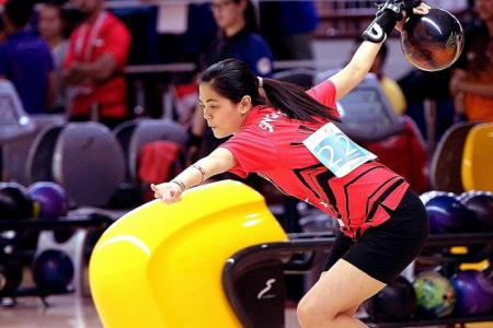 Daphne to the fore as Singapore dominate women's singles