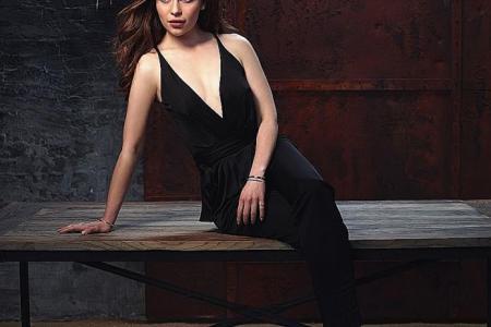 Emilia Clarke laments lukewarm love life