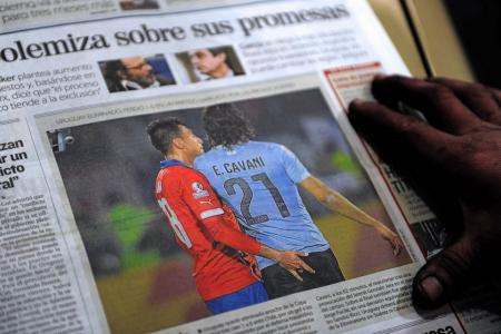 Uruguay coach: Cavani provoked by Chilean who stuck fingers up his rear