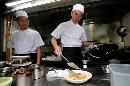 Qi Yuwu whips up feast for senior citizens