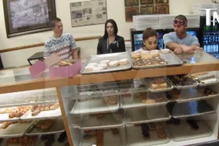 Ariana Grande apologises for donutgate but not to the donut shop