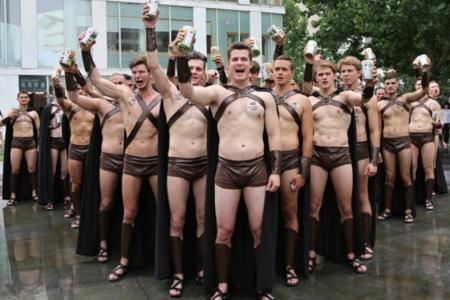 """Beijing cops detain """"Spartans"""" for publicity stunt"""