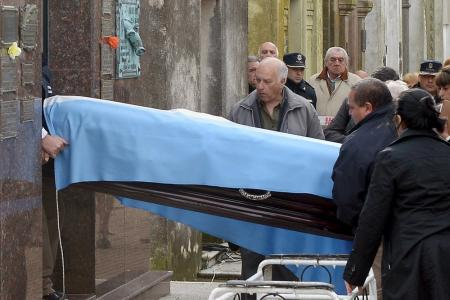 F1 legend Fangio exhumed in paternity row