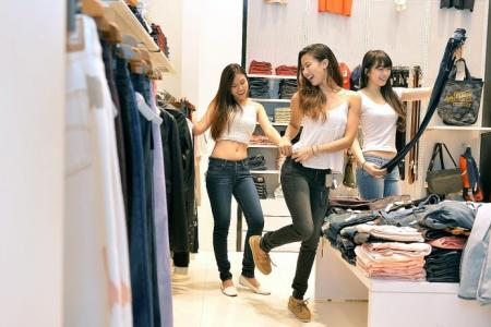 New Face finalists get cool jeans for hot weather