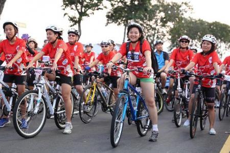 Cyclists praise OCBC Cycle 2015