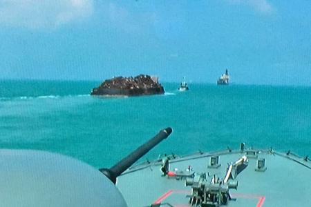 Singapore navy foils S'pore Strait robbery