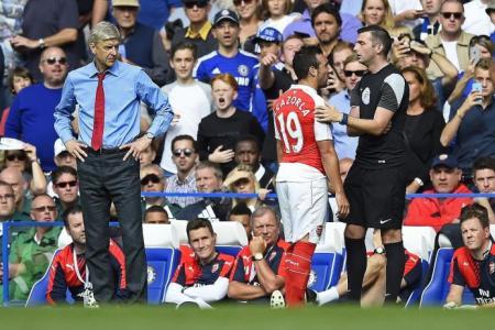 Wenger hits out at referee