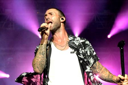 Maroon 5 in Singapore: Hot in pink