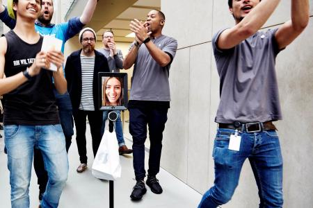 Woman sends robot to queue for her iPhone 6s