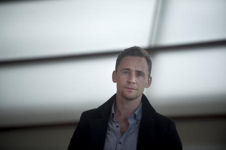 Tom Hiddleston does Robert De Niro impression for De Niro