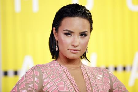 Demi Lovato snags modelling contract