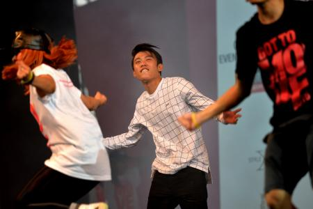 More than 4,000 join Ah Boys To Men stars in mass dance