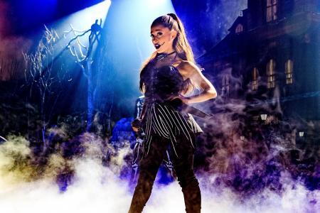 Someone threw a phone at Ariana Grande on Halloween's eve