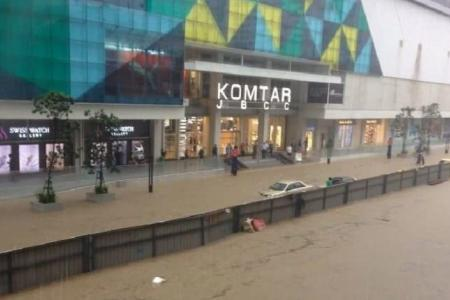 Flash floods in JB: Vehicles submerged, traffic at a standstill