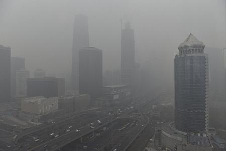 Singaporeans fight Beijing smog with masks