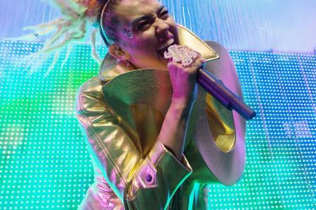 Miley Cyrus & Liam Hemsworth engaged again?