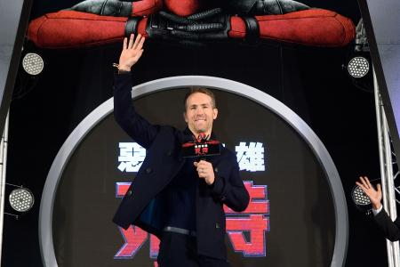 Who has a better ass - Deadpool or Captain America? Ryan Reynolds answers