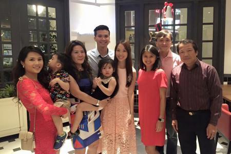 Bride hosts 'wedding' dinner alone after fiance gets HFMD