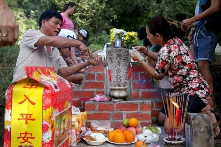 Keeping traditions alive at Bukit Brown for Qing Ming