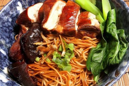 Hed Chef: Soy sauce chicken noodles
