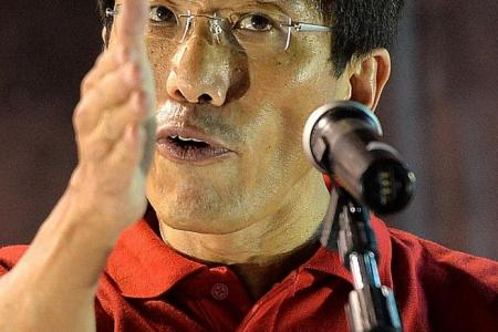 Actress Neo Swee Lin speaks up for Chee Soon Juan at rally