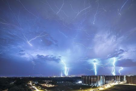 Image of lightning strikes gets over 39,000 Facebook likes