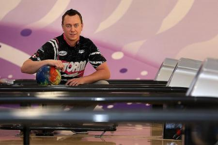 Bowling champ Osku has unusual two-handed style
