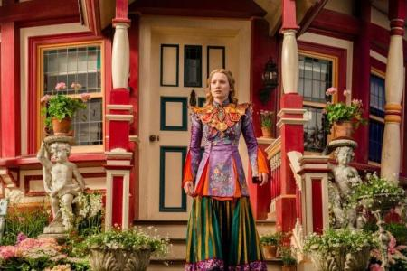 Win Alice Through The Looking Glass movie premiums