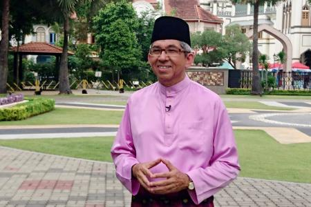 Dr Yaacob: Muslims must embrace non-Muslims also