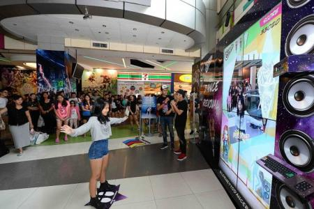 Fans dance for chance to meet Selena Gomez