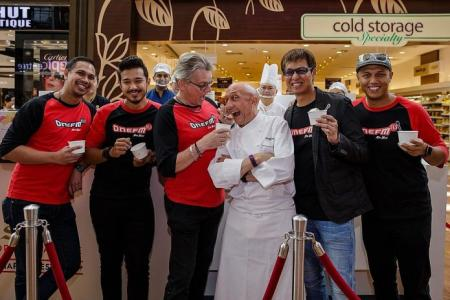 ONE FM crew sells gelato for charity
