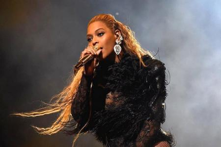 Beyonce steals the show at Video Music Awards