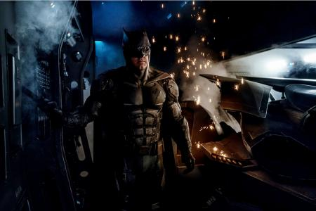 Director gives peek at new Batsuit