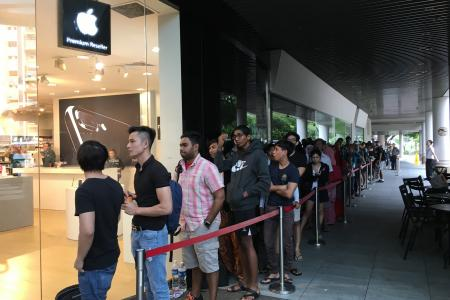iPhone 7 Plus sold out by noon