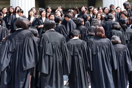 Law grads hit the barriers