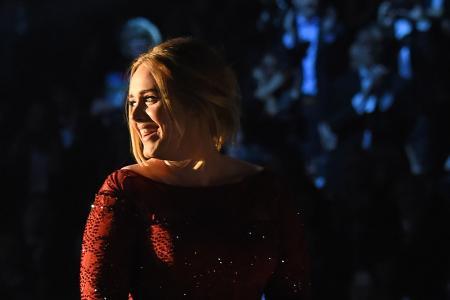 Diamond status for Adele's 25