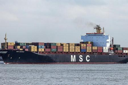 2 anchored cargo ships collide in Singapore waters
