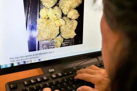 Rise in arrests of people buying drugs online