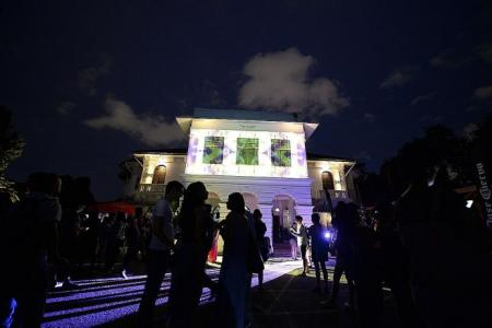 Some 2,000 people attend Mexican festival honouring the dead Night of the walking dead