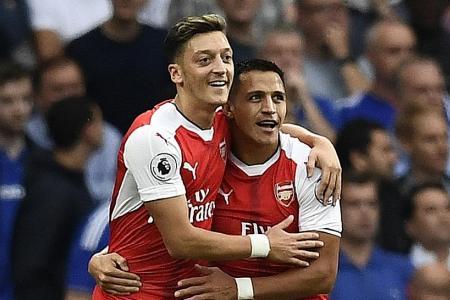 Wenger won't sell Oezil, Sanchez