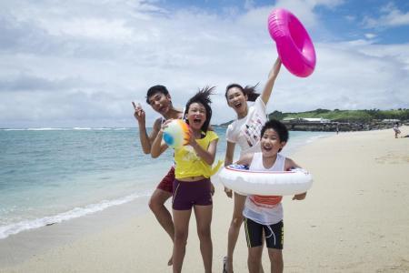 Packages From Daddy stars Li Li-ren, Yu Jo-ching, Fann Wong and Xie Fei.