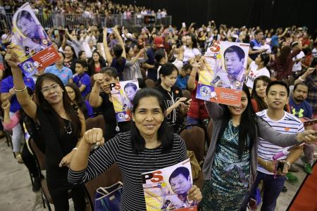Duterte gets rock-star treatment