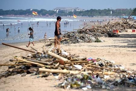 Joint effort to clean up Bali beach