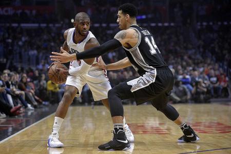 Paul injured, but Clippers still beat Spurs