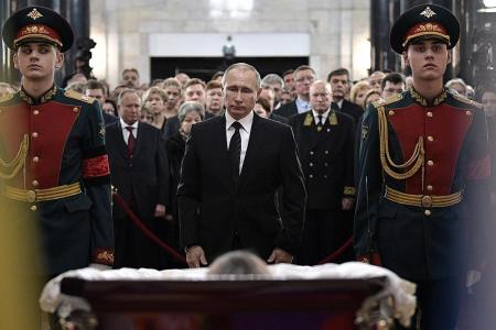 Putin pays his respects