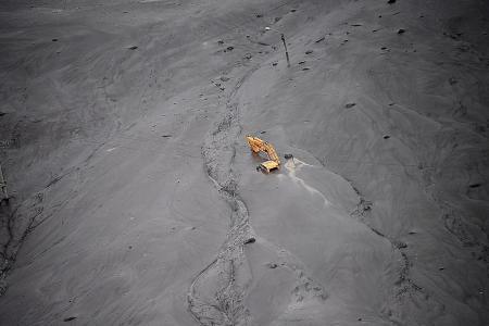Landslide disrupts Dakar Rally's ninth stage