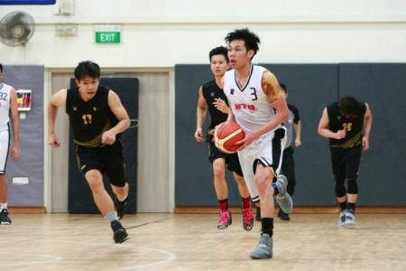 Jabez Su (#3) had a game-high 18 points as NTU (white) defeated SIM 58-46 to win the IVP Basketball Championship.
